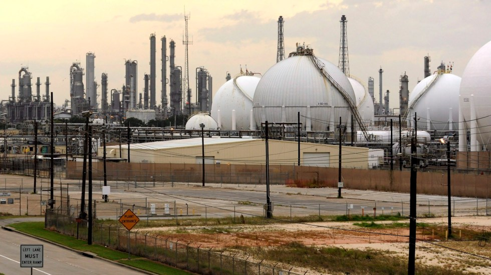 Empresas Petroquímicas de Estados Unidos acusan a México de restringir inversiones - petróleo Texas coronavirus COVID-19