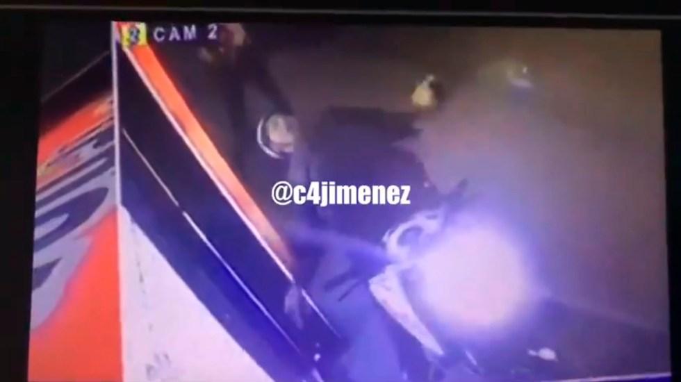 #Video Policía abate a hombre que pretendía robarle su motocicleta - Policía abate a hombre que pretendía robarle su motocicleta