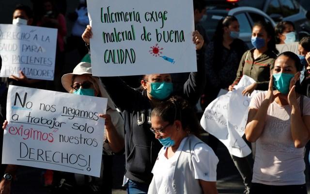 Precaria situación de médicos en Latinoamérica se agrava con la pandemia - Protesta de médicos del ISSSTE de Oaxaca, por insumos necesarios para atender el COVID-19. Foto de EFE