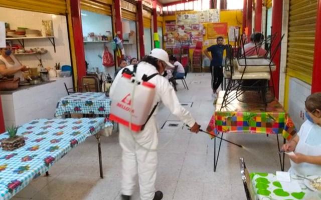 Sanitizan mercados de la alcaldía de Coyoacán por COVID-19 - El alcalde de Coyoacán señaló que se tienen localizados tres focos rojos por el coronavirus: el Mercado de la Bola, Santa Úrsula Pescaditos y el tianguis del Eje 10 Sur