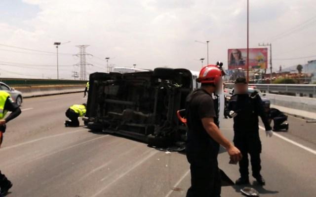 #Video Volcadura de transporte público en la México-Pachuca deja al menos 11 heridos - Volcadura de combi sobre la México-Pachuca. Foto de @GN_Carreteras