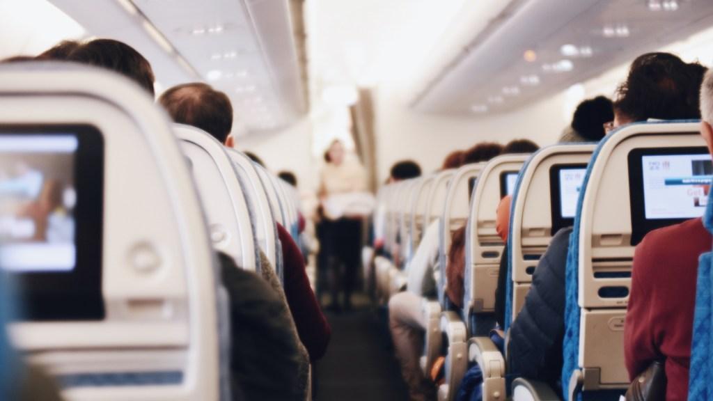 Suman 9 mil 44 connaciones retornados a México, informa SRE - Vuelo viaje avión