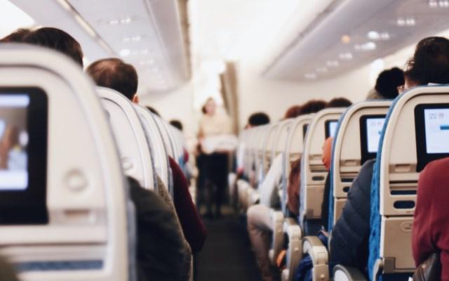 Canadá exigirá prueba de COVID-19 negativa a viajeros a partir de este miércoles - Vuelo viaje avión