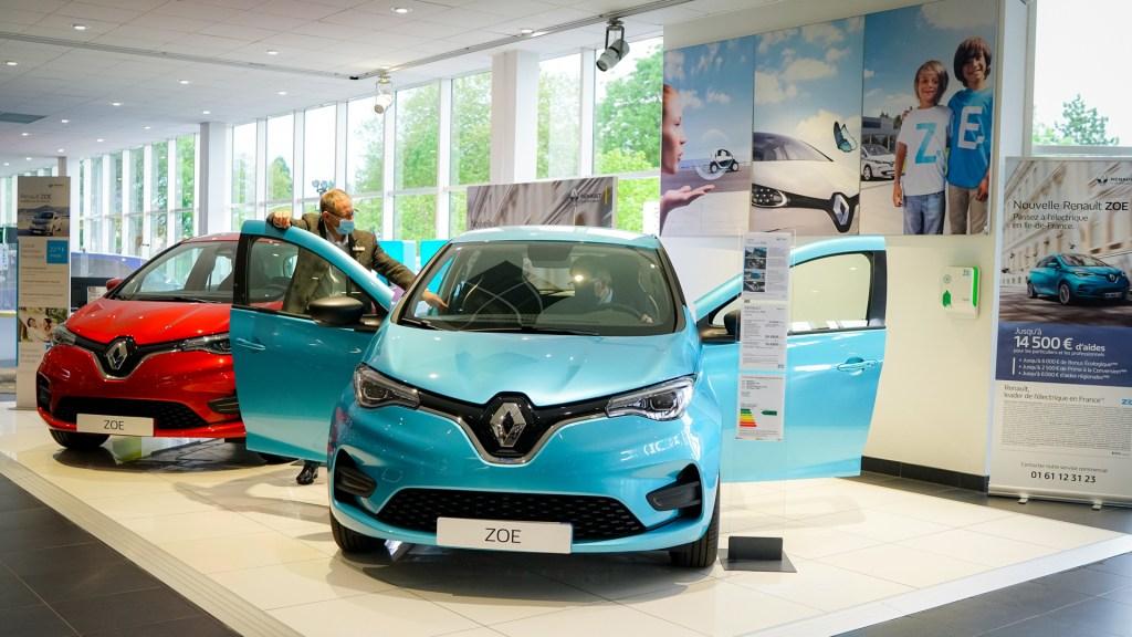 Renault podría desaparecer 15 mil puestos de trabajo en todo el mundo - Agencia de Renault en Francia. Foto de @renault_fr