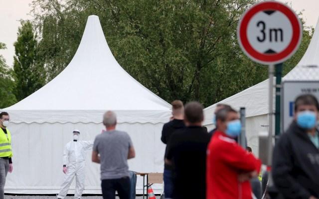Alemania reabre comercios en medio de temores ante nuevos brotes - Aplicación de pruebas masivas de COVID-19 en Hamm, Alemania. Foto de EFE/ EPA/ FRIEDEMANN VOGEL.