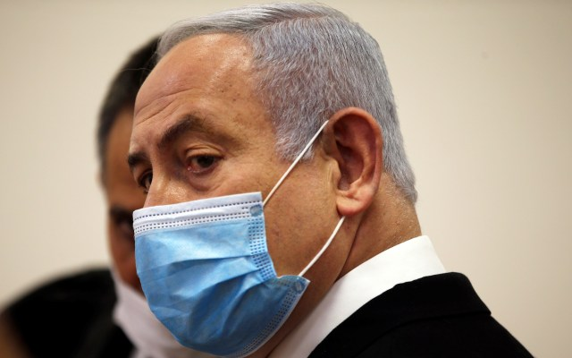 Netanyahu comparecerá ante la corte de Israel por corrupción - Benjamín Netanyahu en la corte de Israel en espera de comparecer por presunta corrupción. Foto de EFE