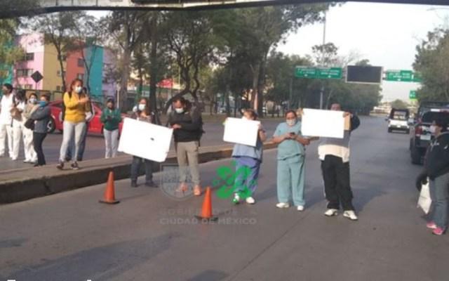 Bloquean Circuito Interior en demanda de insumos médicos - Foto de @OVIALCDMX