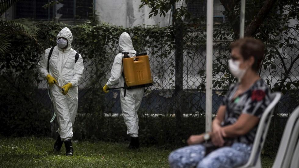 Brasil supera récord de muertes por COVID-19 por segundo día consecutivo - Brasil COVID-19 coronavirus limpieza
