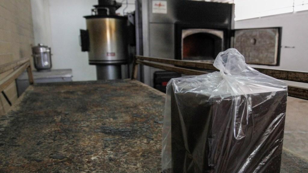 Familia de hombre que murió por COVID-19 denuncia desaparición del cuerpo - Cenizas restos crematorio