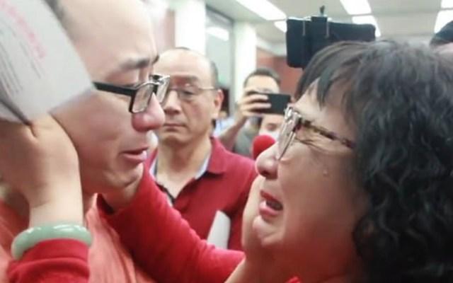#Video Hombre secuestrado de niño se reúne con sus padres 32 años después - China hombre secuestrado reencuentro padres