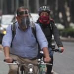 Ciudad de México habilita dos ciclovías emergentes ante COVID-19 - Ciclistas en la CDMX con protección contra el COVID-19. Foto de Notimex