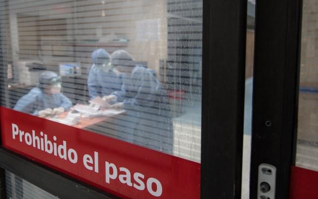 Pese a estabilización en casos de COVID-19, seguimos en semáforo rojo: Claudia Sheinbaum - Personal médico y prestadores de servicio del Hospital Juárez de México se prepara en la Zona Gris. Foto de Notimex-Karen Melo.