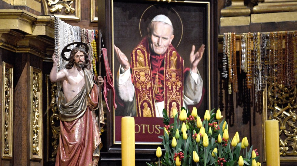 Se cumplen cien años del nacimiento de Juan Pablo II - Cuadro de san Juan Pablo II. Foto de EFE