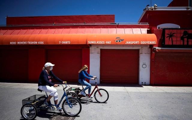 Solicitan subsidio de desempleo 2.98 millones de estadounidenses en la última semana - Foto de EFE/EPA/ETIENNE LAURENT.