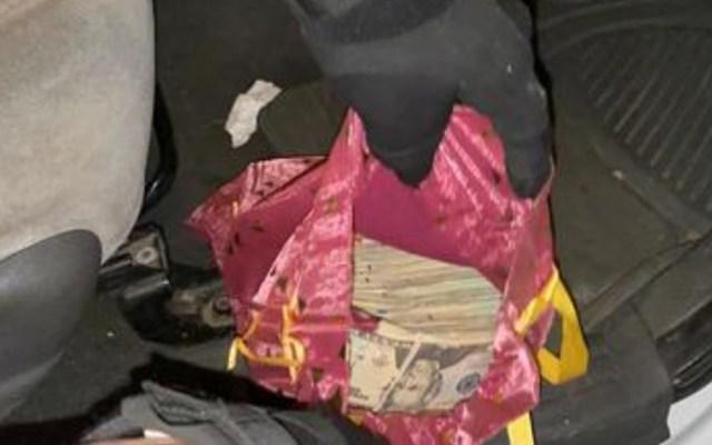 Detienen en frontera de Sonora a estadounidense con 68 mil dólares - Dólares hallados en camioneta de estadounidense que pretendía ingresarlos a México sin comprobar. Foto de Guardia Nacional