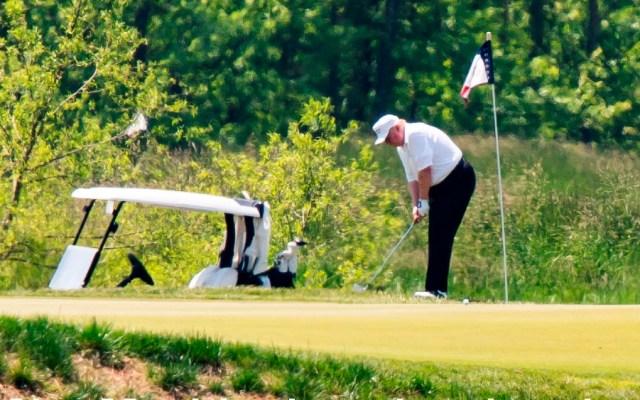 Trump abre con golf fin de semana largo en el que EE.UU. avanza en reapertura - Foto de EFE