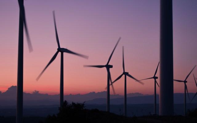 Política energética recrudece confrontación entre López Obrador y SCJN - Energía eólica. Foto de Anna Jiménez Calaf / Unsplash