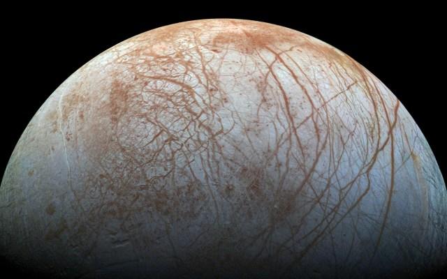 Hallan nuevas evidencias de columnas de agua en luna de Júpiter - Europa, una de las cuatro lunas de Júpiter. Foto de ESA