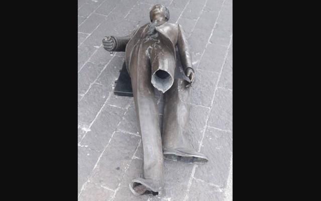 Miguel Peraza denuncia vandalización de su obra 'El Hombre del Portafolio'