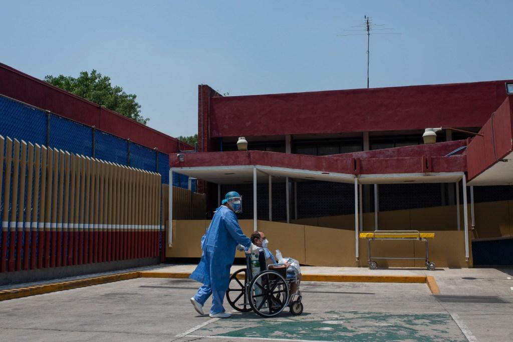 En México, al menos 94 hospitales mantienen niveles elevados de ocupación de camas, advierten especialistas - Foto de notimex