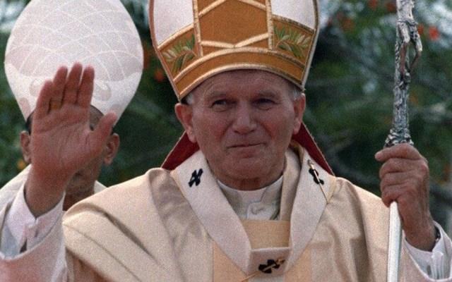 Arquidiócesis recuerda a Juan Pablo II y pide no temer ante pandemia de COVID-19 - Juan Pablo II en viaje apostólico a Tailandia en mayo de 1984. Foto de Vatican News