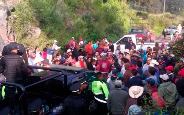 Rescatan a taxista de ser linchado tras presunto abuso contra usuaria - linchamiento taxista los reyes