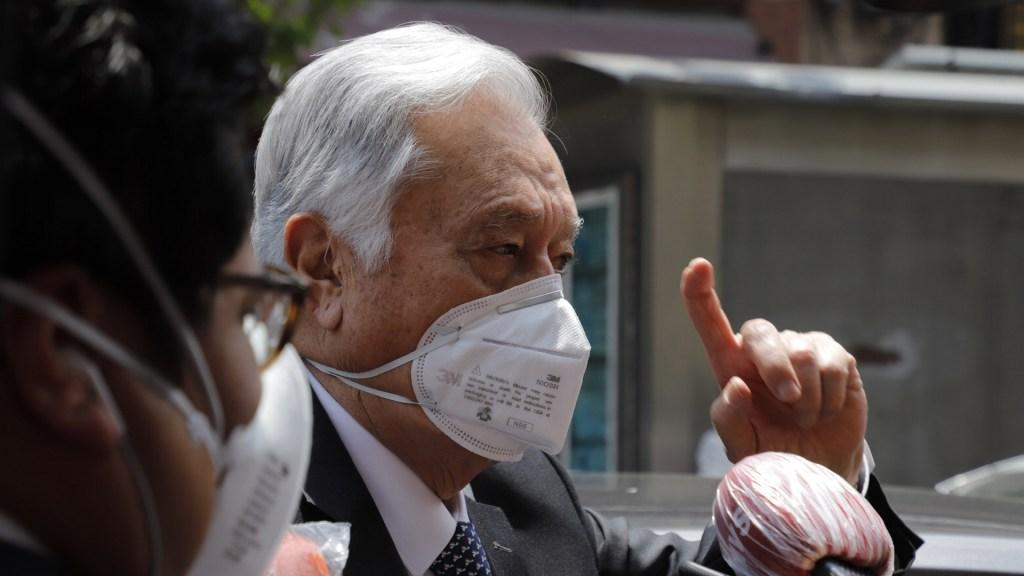 Gustavo de Hoyos arremete contra López Obrador por compra de ventiladores a hijo de Bartlett - Manuel Bartlett a su salida de Palacio Nacional el pasado 7 de abril, tras una reunión con AMLO. Foto de Notimex