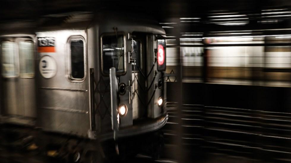 Nueva York cierra su Metro por la noche para desinfectar y acoge 139 personas sin hogar - Foto de Charl Folscher para Unsplash
