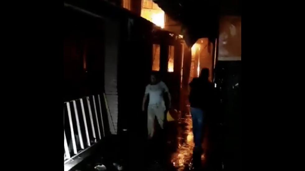 Incendio consume parte de la Central de Abasto de Oaxaca - Captura de pantalla