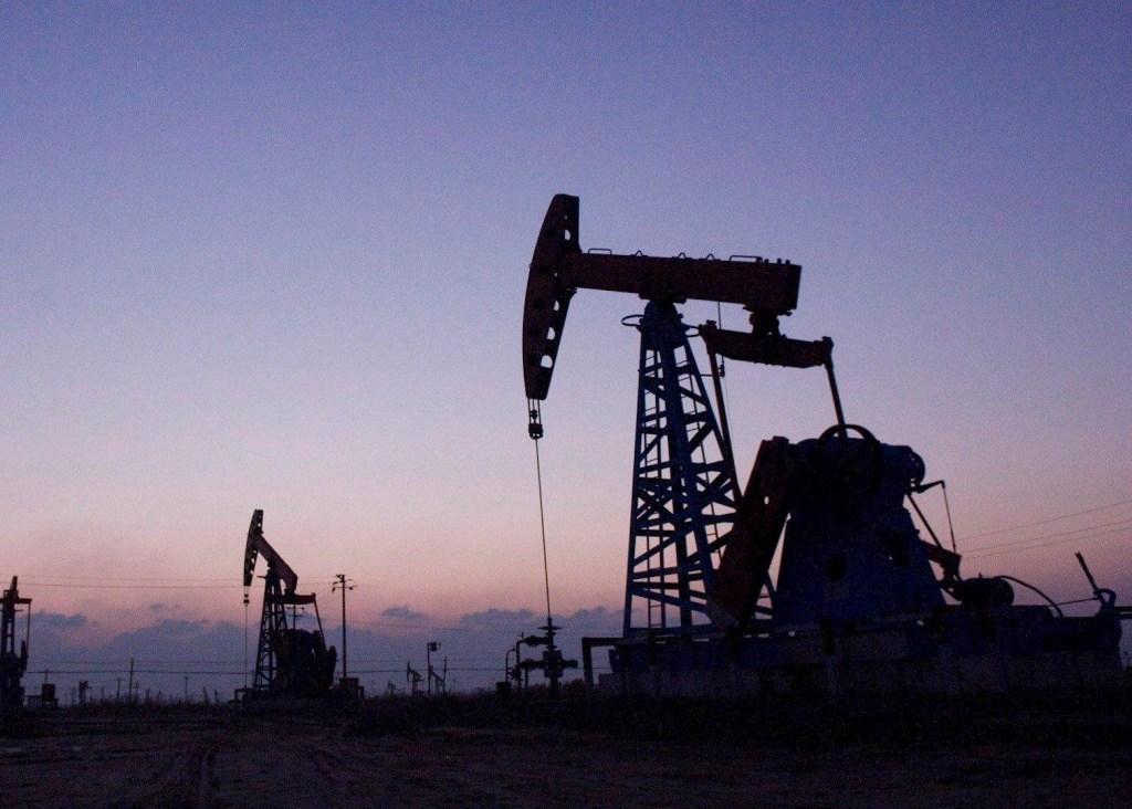 """Biden lanza plan contra la crisis climática sin vetar el """"fracking"""" - petróleo"""