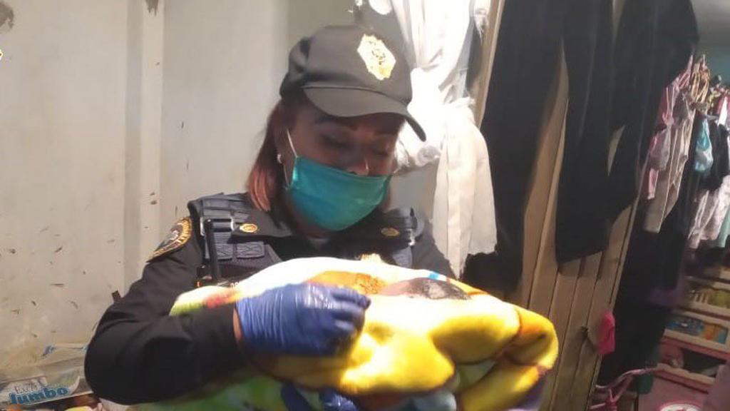 Mujer policía atiende parto en la alcaldía Álvaro Obregón - Policía Diana que atendió parto en AO. Foto de @OHarfuch