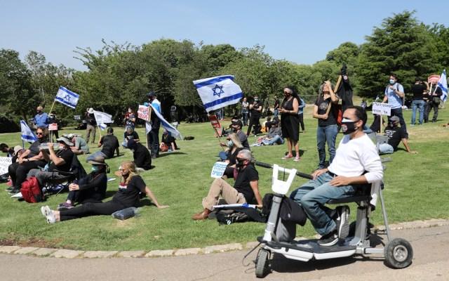 Israel levantará restricción de reuniones por COVID-19 el 14 de junio - Protesta en Jerusalén contra el primer ministro Benjamín Netanyahu durante la pandemia. Foto de EFE