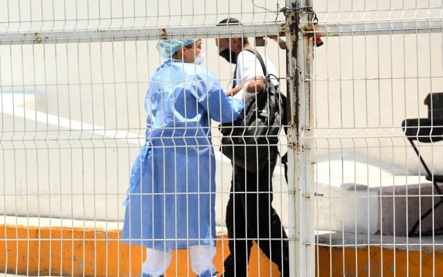 Estado de México permanecerá en Semáforo Naranja las próximas dos semanas - Recepción de paciente con síntomas de COVID-19 en el Hospital General Las Américas en Ecatepec. Foto de EFE