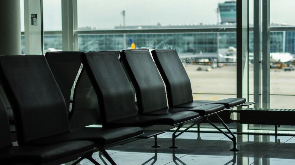 Alemania evalúa levantar el 15 de julio la recomendación de no viajar a otros países - Sala de espera del Aeropuerto de Munich, Alemania