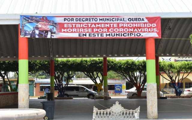 Para evitar salir de casa, prohíben morirse por COVID-19 en Soconusco, Veracruz - Foto de Mientras tanto en México