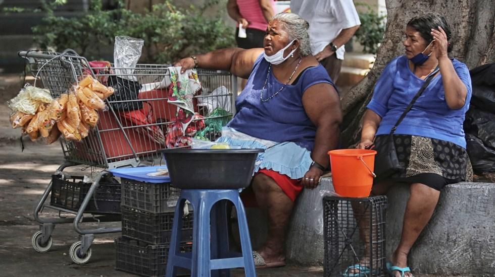 Centroamérica debe integrarse para enfrentar problemas sociales, dice BID - Vendedores ambulantes en Tegucigalpa, Honduras. Foto de EFE