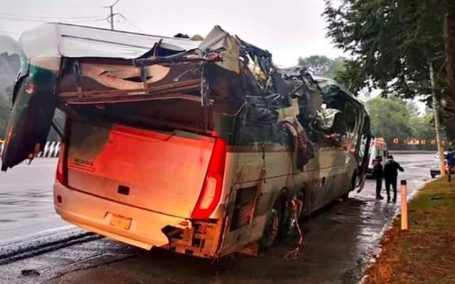Tráiler impacta a autobús en la México-Toluca con saldo de dos muertos y siete heridos - Accidente de autobús en la México-Toluca