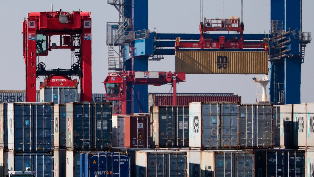 EE.UU. evalúa aplicar nuevos aranceles a productos europeos - Foto de EFE