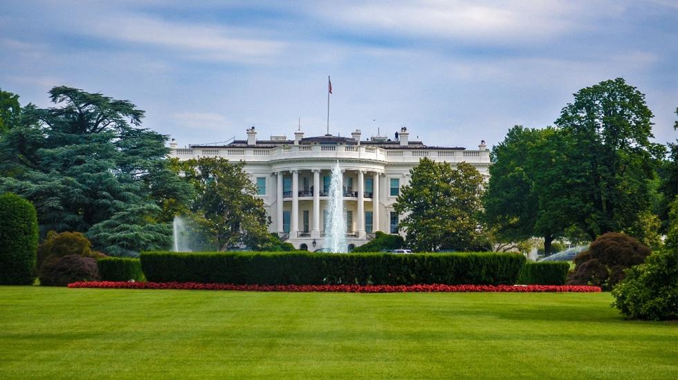 AMLO confirma que 10 empresarios mexicanos estarán en cena con Trump; faltan dos por confirmar - En la foto, la Casa Blanca en Washington, DC. Foto de Unsplash
