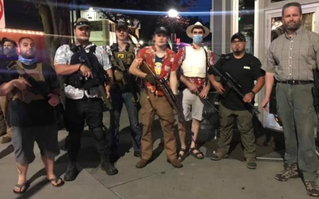 #Video Civiles armados vigilan ciudad en Idaho para evitar disturbios - Civiles armados Idaho protestas vigilancia
