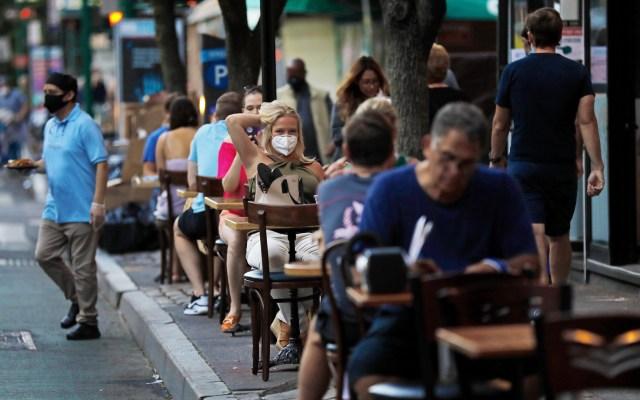 Ciudad de Nueva York espera entrar en fase 3 de reapertura el 6 de julio - Con la fase 3, en la ciudad de Nueva York las personas ya podrán comer al interior de restaurantes y no solo en las terrazas. Foto de EFE
