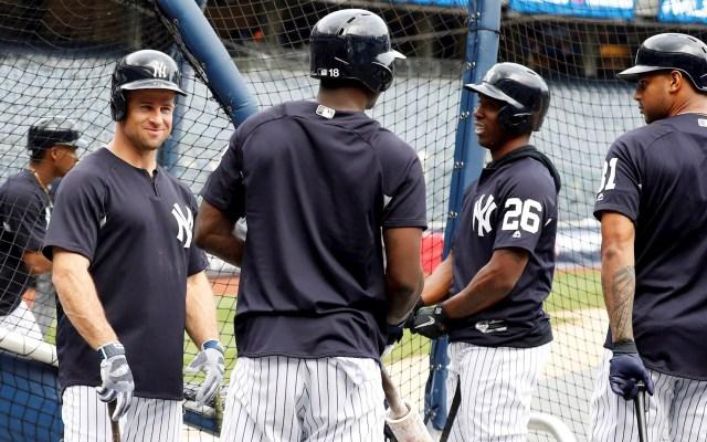 Cuarenta casos de COVID-19 en una semana dentro de las Grandes Ligas - Jugadores de New York Yankees en entrenamiento. Foto de EFE/Jason Szenes/Archivo
