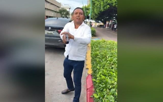 #Video Escolta dispara a expareja de la hija del gobernador de Chiapas - Escolta de hija del gobernador de Chiapas al momento de disparar a Juan Carlos Armendariz. Captura de pantalla