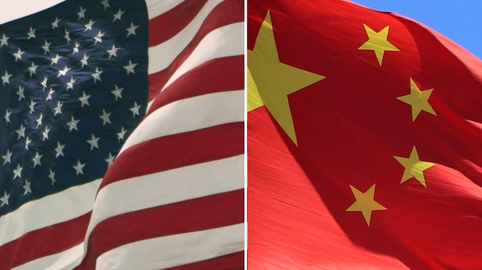 """China sanciona a once funcionarios de EE.UU. por """"interferir"""" en Hong Kong - Estados Unidos China banderas"""