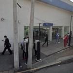 Colocan 'cinturón bomba' a empleada para robar 10 mdp de banco en la Ciudad de México