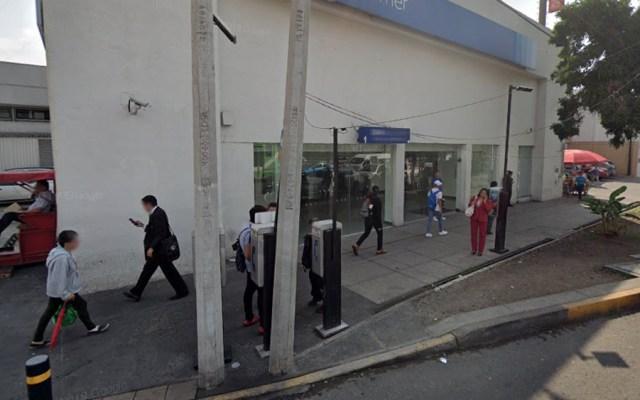 Colocan 'cinturón bomba' a empleada para robar 10 mdp de banco en la Ciudad de México - Exterior de banco robado en la CDMX. Foto de Google Maps