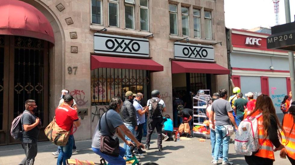Encapuchados saquean y vandalizan negocios durante marcha en CDMX - Feministas marcha del Ángel de la Independencia al Zócalo