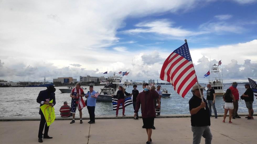 Partidarios festejan el cumpleaños de Trump en Florida - Florida Trump cumpleaños festejo 2