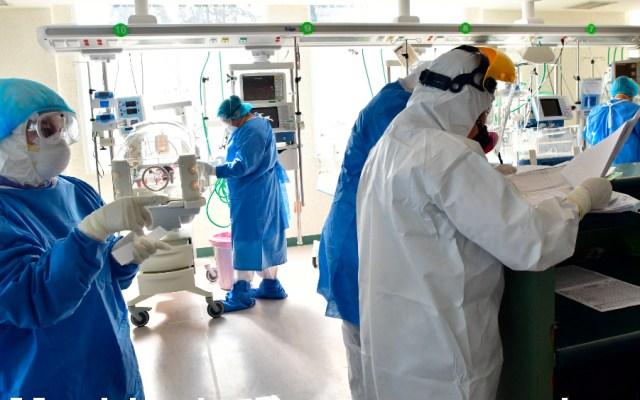 Confirman contratación de médicos cubanos en Ciudad de México a través de un convenio de 135 mdp - Foto de EFE