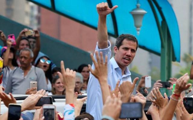 Guaidó reaparece en calles de Caracas tras rumores de protección diplomática - Juan Guaidó reaparece en Caracas